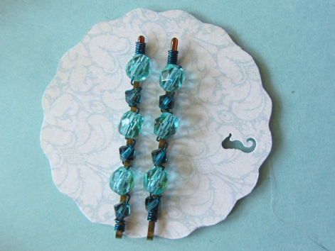 This design tutorial expands upon the summer seashore theme. Creating your own gifts, jewelry and mementos gives you both more personalization options, as well as a deeper sense of connection to the relationships, emotional bonds, and memories we share. This easy crystal hairpin design is perfect for bridesmaids, friends, and younger girls alike.